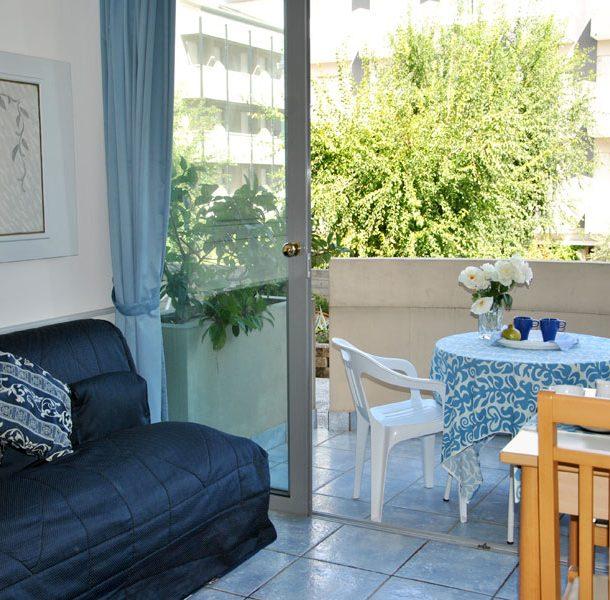 salotto con terrazzo residence du parc cattolica