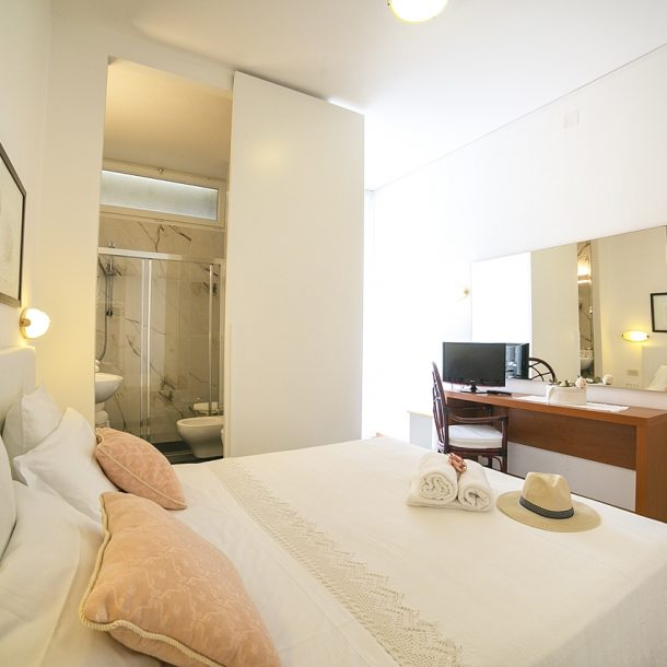 hotel pinocchio cattolica camera con bagno moderno