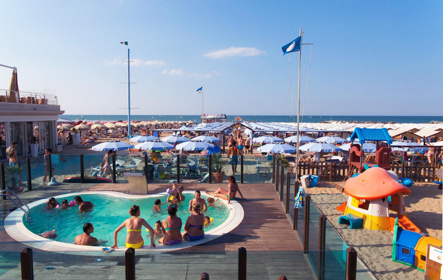 piscina spiaggia hotel pinocchio